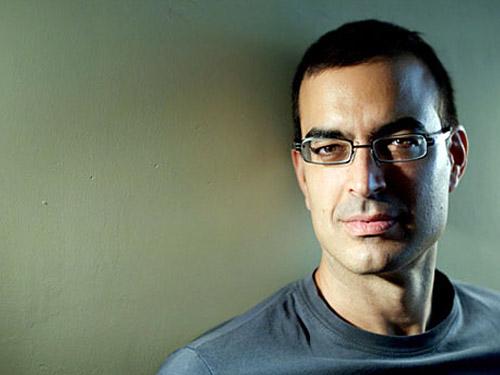 El escritor Pablo Martín Carbajal, autor de la novela 'Tú eres azul cobalto', sobre Frida Kahlo.